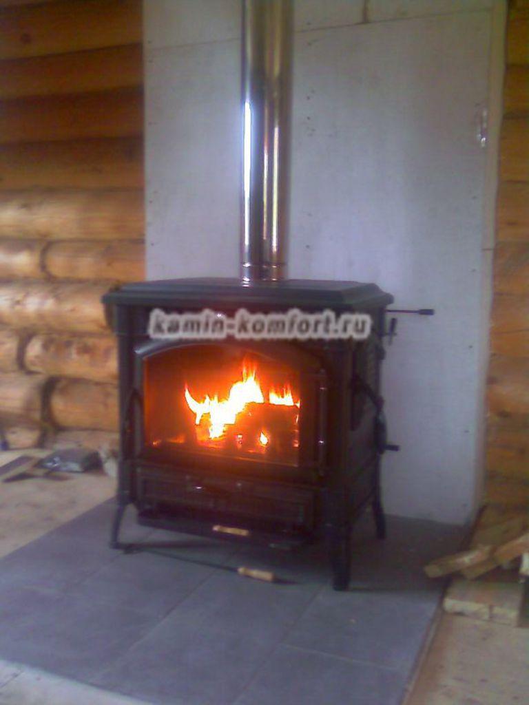 Фото Чугунная печь камин с дымоходом