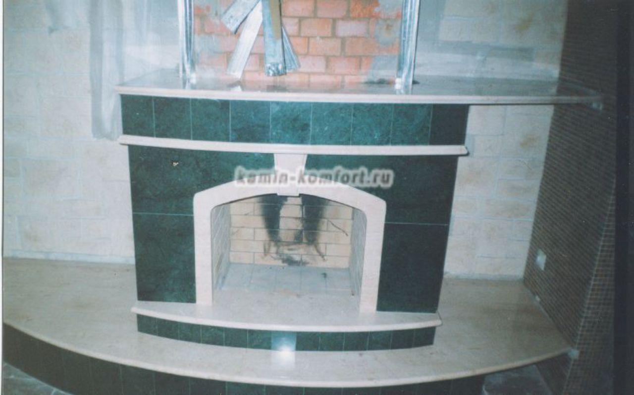 Фото Этап облицовки камина зеленым мрамором